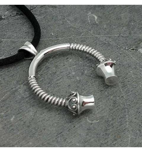 Men's pendant, shaped like a torque, in silver.