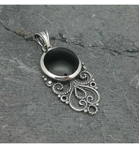 Pendant, made by goldsmiths using the filigree technique, in sterling silver and jet