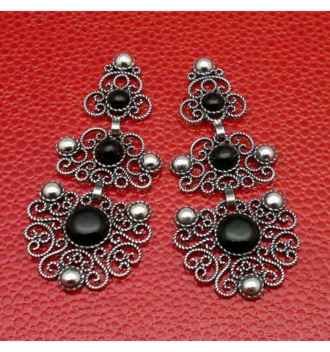 Handmade earrings, in silver and jet with the filigree technique