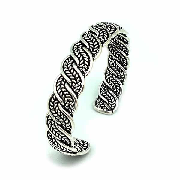 Rigid bracelet, in sterling silver.