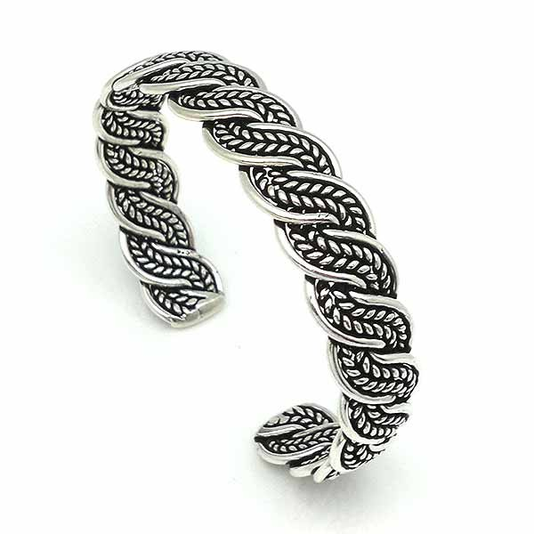 Rigid bracelet, in sterling silver.