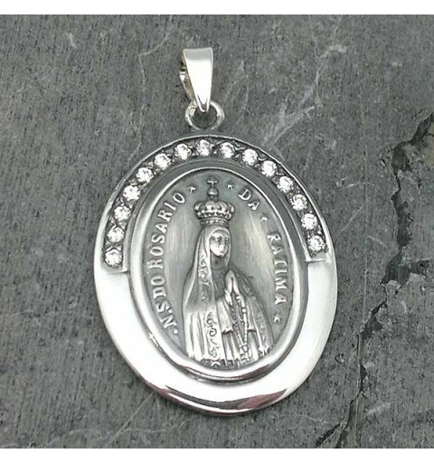 Pendant in sterling silver, with the Virgin of Fatima on the front and the sacred heart of Jesus on the back.