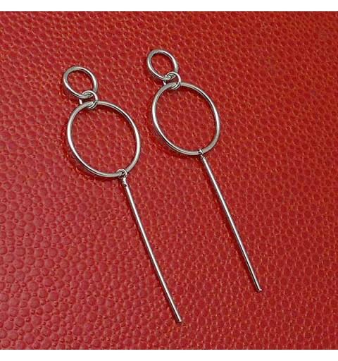 Minimalist style earrings, in sterling silver.