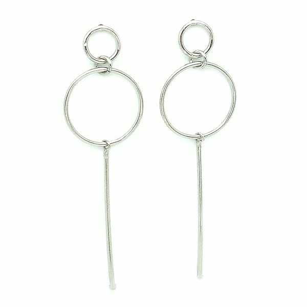 Minimalist style earrings, in sterling silver.
