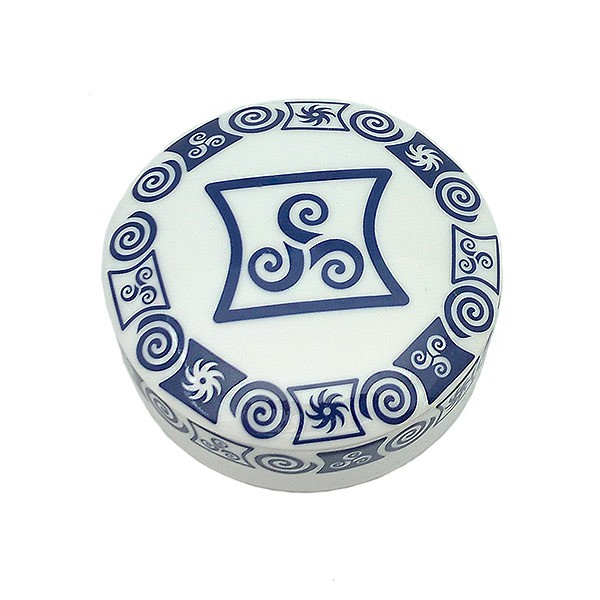 Porcelain box with fretwork