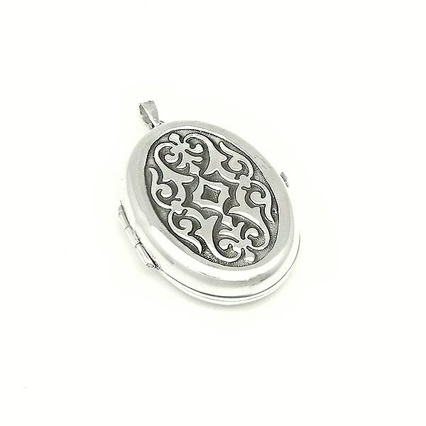 Chiseled photo holder pendant