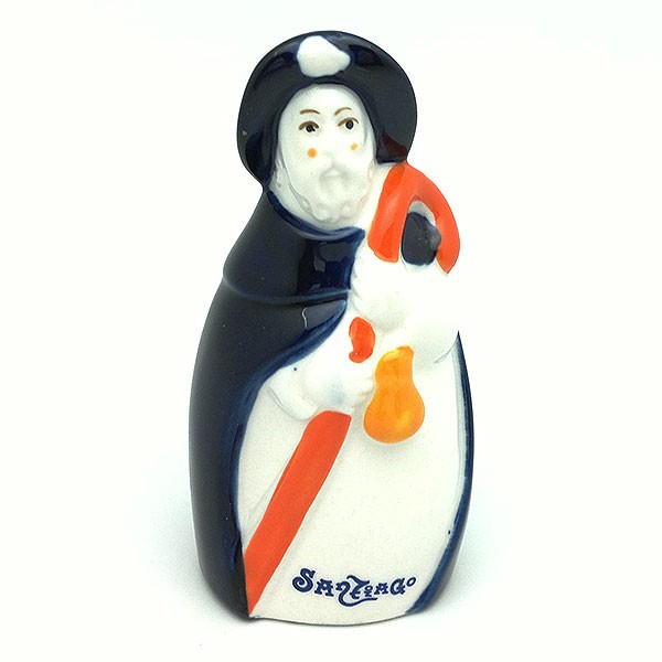 Santiago apóstol peregrino, elaborado en porcelana.