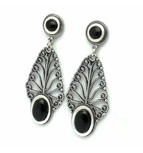 Leaf-shaped earrings in silver and jet.