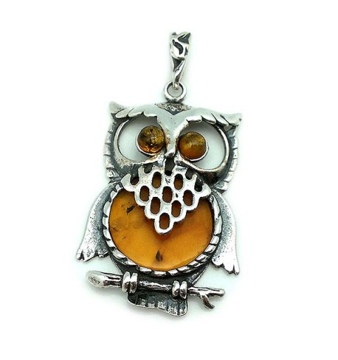 Pendant, shaped like an owl, made of silver and amber.