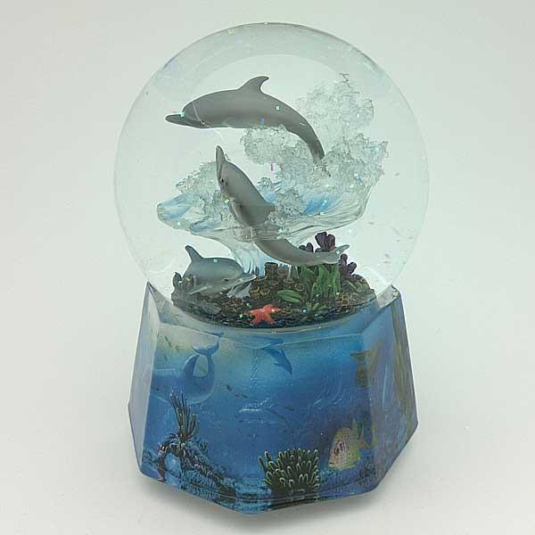 Bola de nieve con delfines