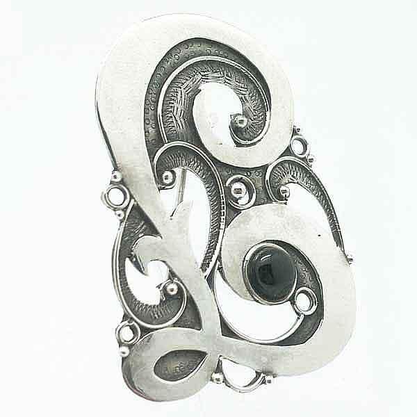 Broche en plata con letra L