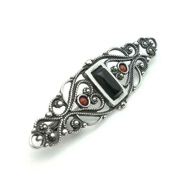 Elegant sterling silver brooch