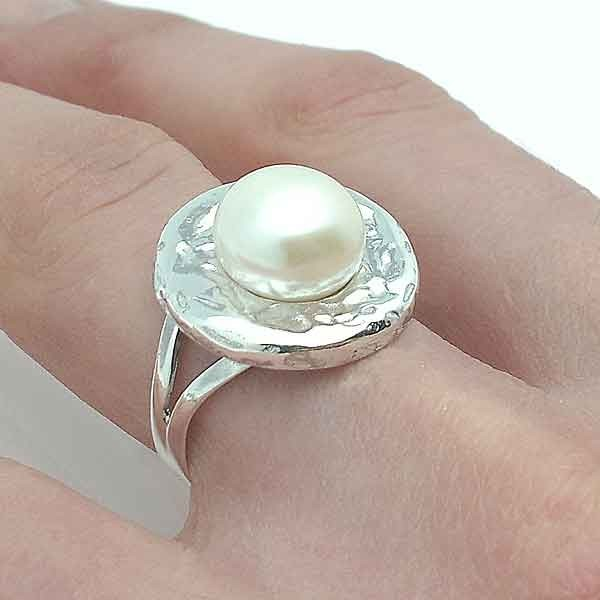 Silver and cultured pearl ring