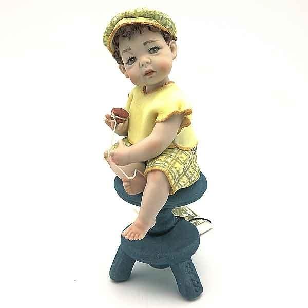 Niño de porcelana Sibania
