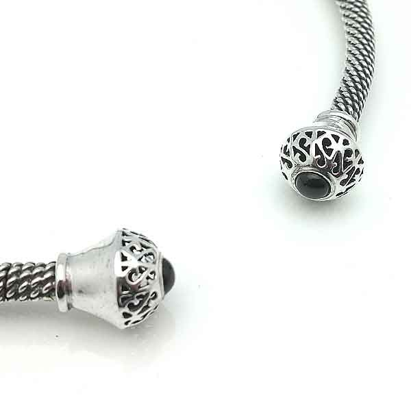 Torque silver and jet neck